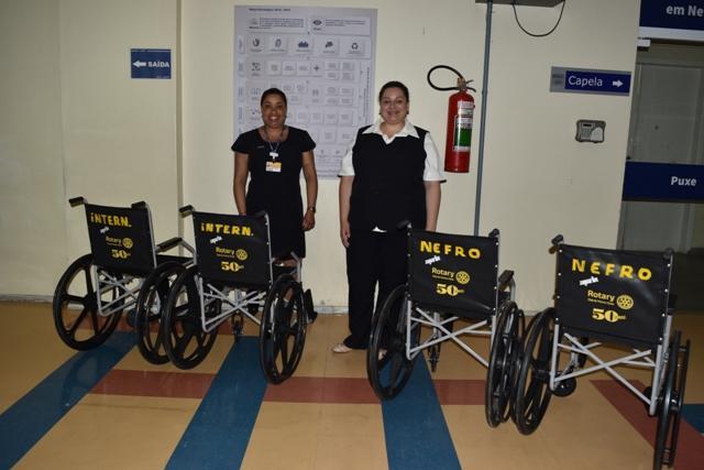 Setores do HU recebem cadeiras de rodas