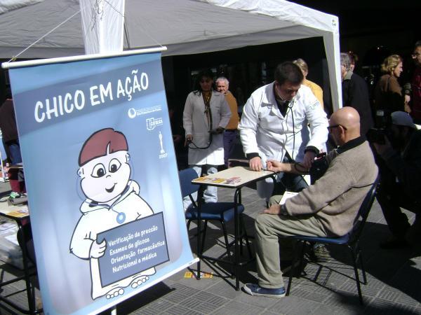 Hospital São Francisco realiza Chico em Ação no calçadão de Pelotas