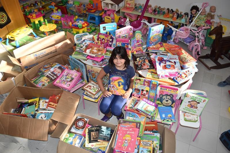 Escola Mario Quintana doa dezenas de livros em encerramento de projeto anual de leitura