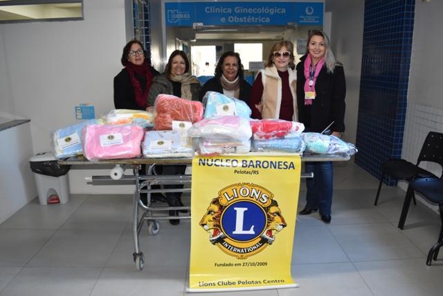Lions Clube Pelotas Centro doa 15 enxovais para os bebês da Maternidade do HU