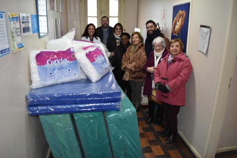 Grupo de Apoio do HU doa colchões e travesseiros novos para todos os leitos da Casa da Gestante