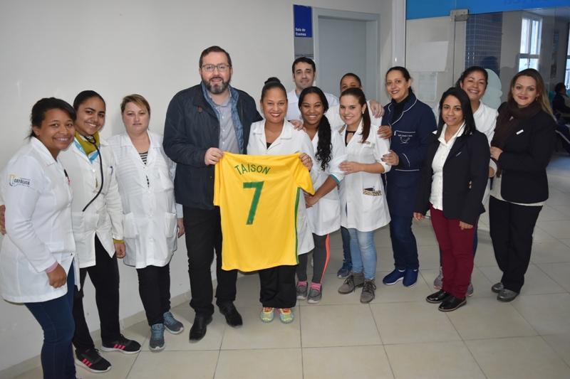 Camisa autografada da Seleção Brasileira de Futebol será rifada em prol da maternidade do HUSFP