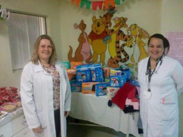 Médicos Pediatras realizam doações no setor de Pediatria do HUSFP