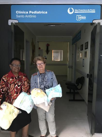 Grupo de Apoio doa enxovais para recém-nascidos do HU