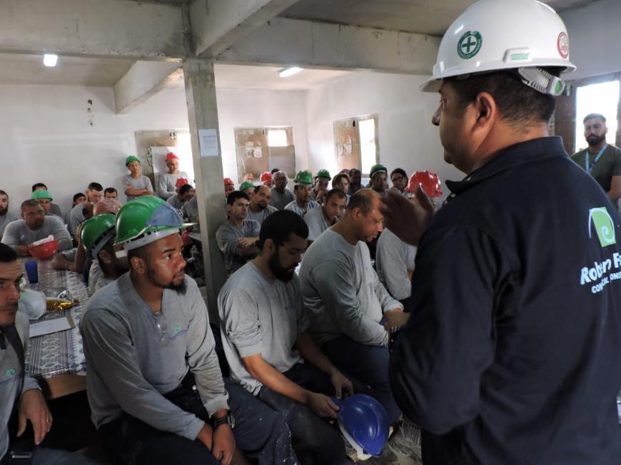 HUSFP e Roberto Ferreira sensibilizam funcionários da construtora sobre saúde do homem