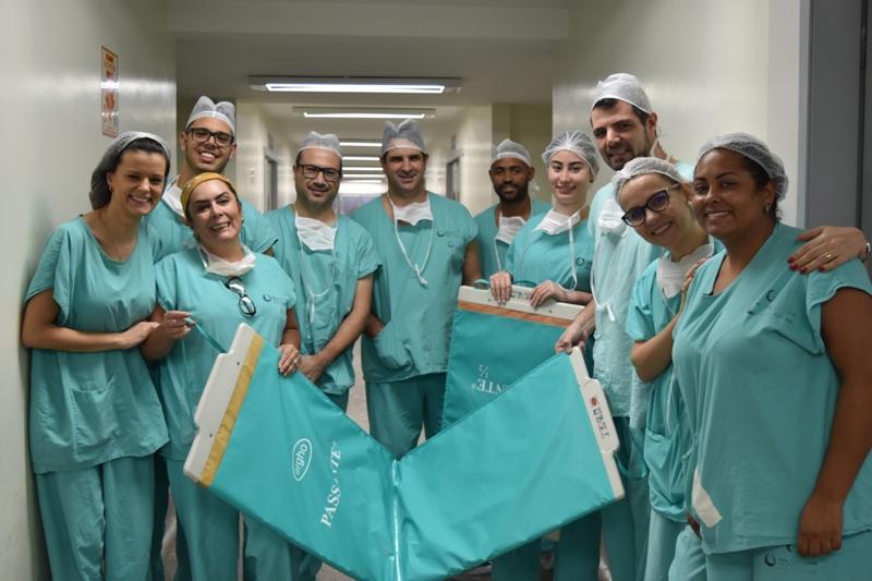 Equipe do Centro Cirúrgico adquire passante para transferência de pacientes