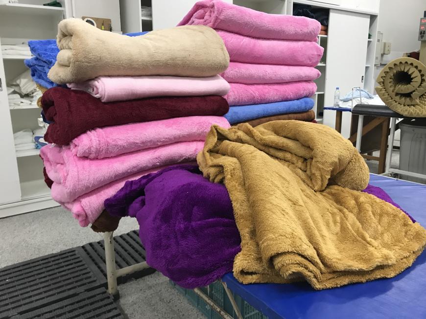 Paróquia São Cristóvão doa 50 cobertores de soft que serão destinados a bebês e crianças do HU