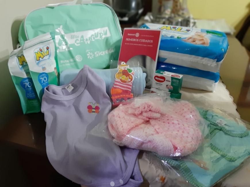 Rotaract Clube de Pelotas Norte entrega doação para a Casa da Gestante